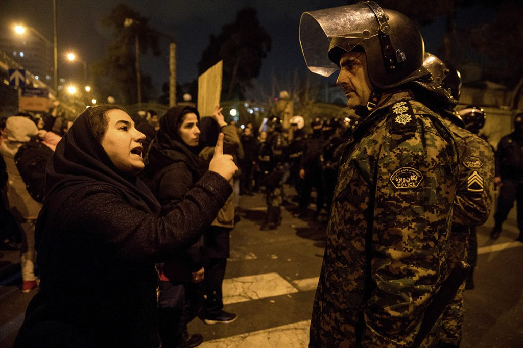 صحبتها و دغدغههای معترضین را گوش کنیم